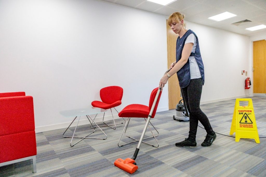 The Benefits of Hiring Commercial Cleaning for Office Managers